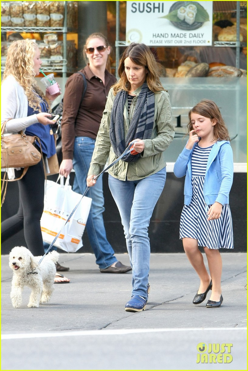 tina fey steps out with daughter alice after snl episode 09