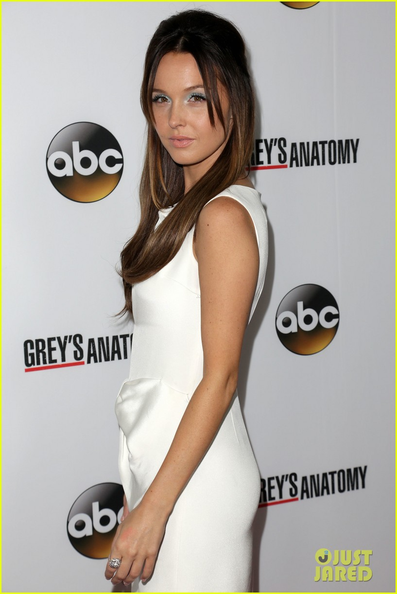 scott foley camilla luddington greys anatomy 200th party 06