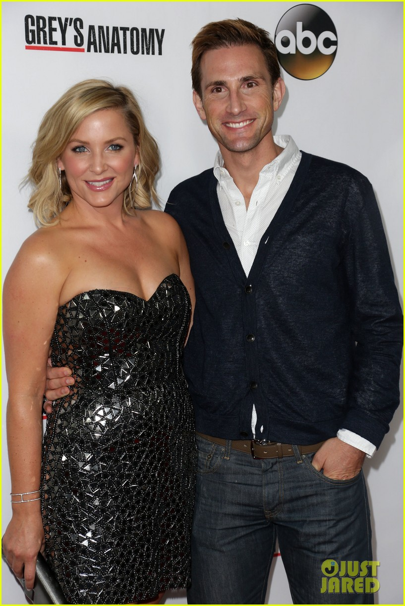 scott foley camilla luddington greys anatomy 200th party 182962355
