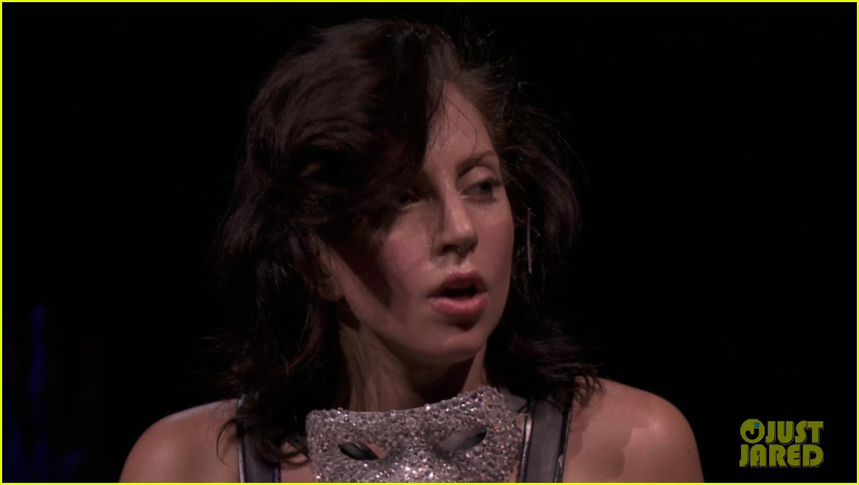lady gaga reveals real hair during itunes festival photos 032941877