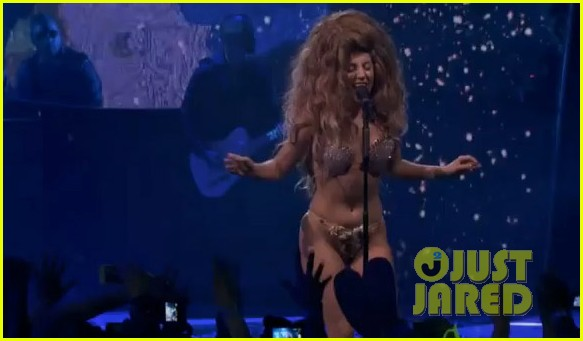 lady gaga debuts new artpop song at itunes festival watch now 042941985