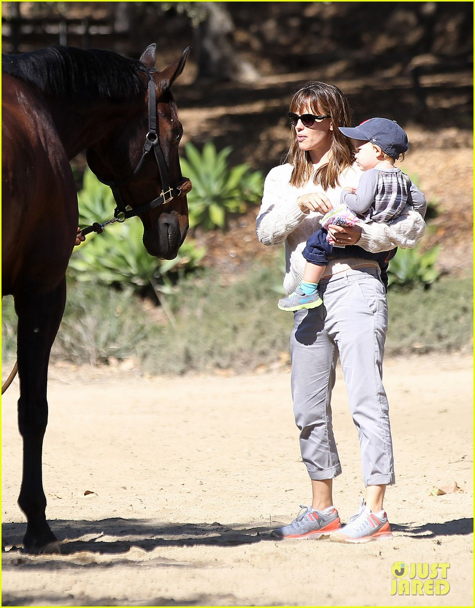 jennifer garner brings samuel to meet a horse 182953580