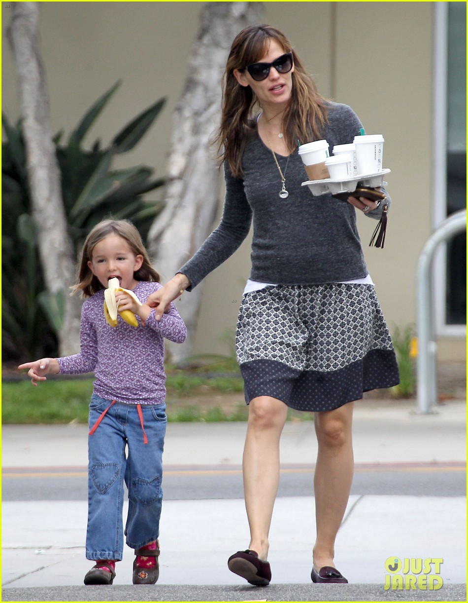 jennifer garner mommy errands with the kids 082960390