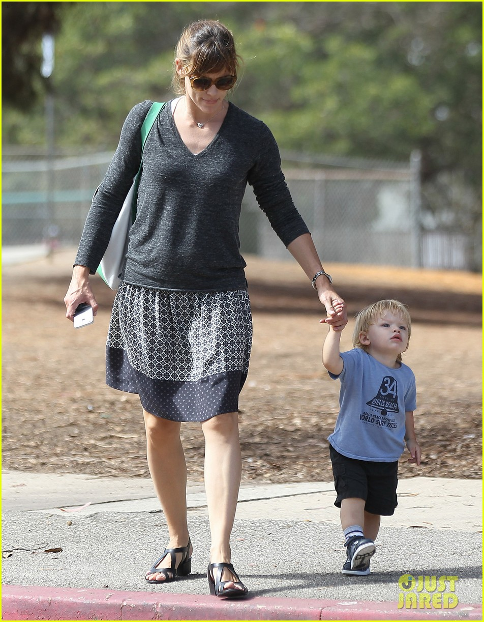 jennifer garner ben affleck separate outings with the kids 132942669