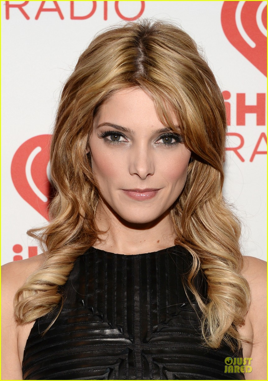 ashley greene stephen amell iheartradio music festival presenters 092956447