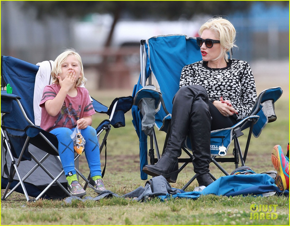 gwen stefani gavin rossdale sit sidelines at kingston soccer game 152957818
