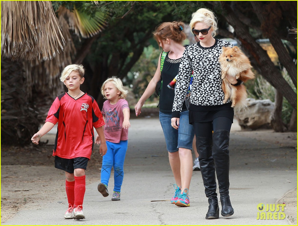 gwen stefani gavin rossdale sit sidelines at kingston soccer game 24