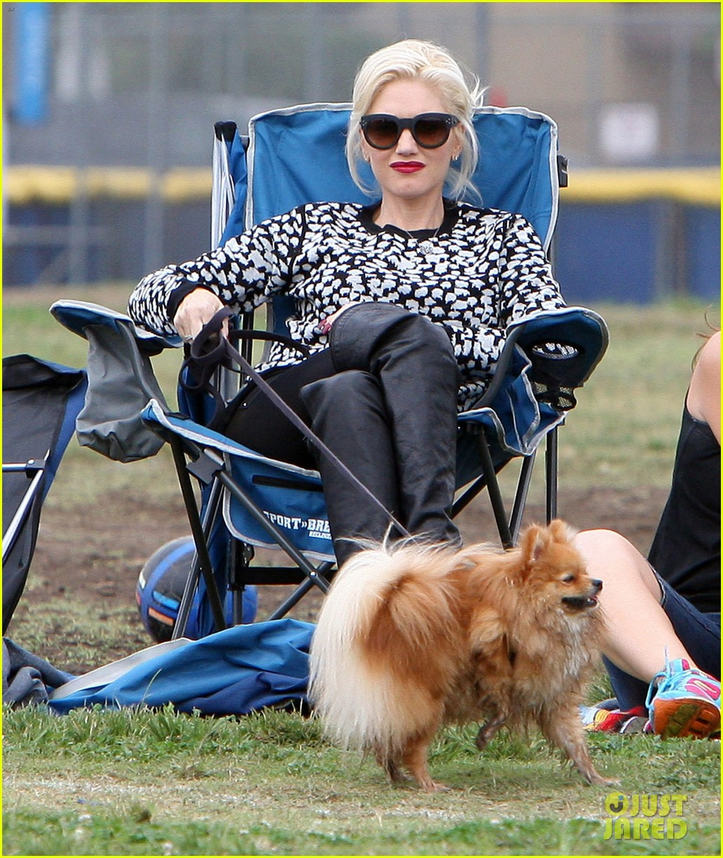 gwen stefani gavin rossdale sit sidelines at kingston soccer game 36