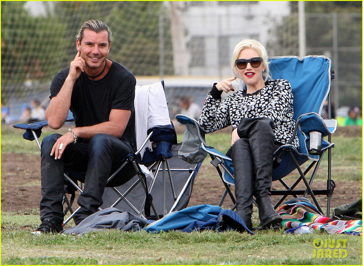 gwen stefani gavin rossdale sit sidelines at kingston soccer game 39