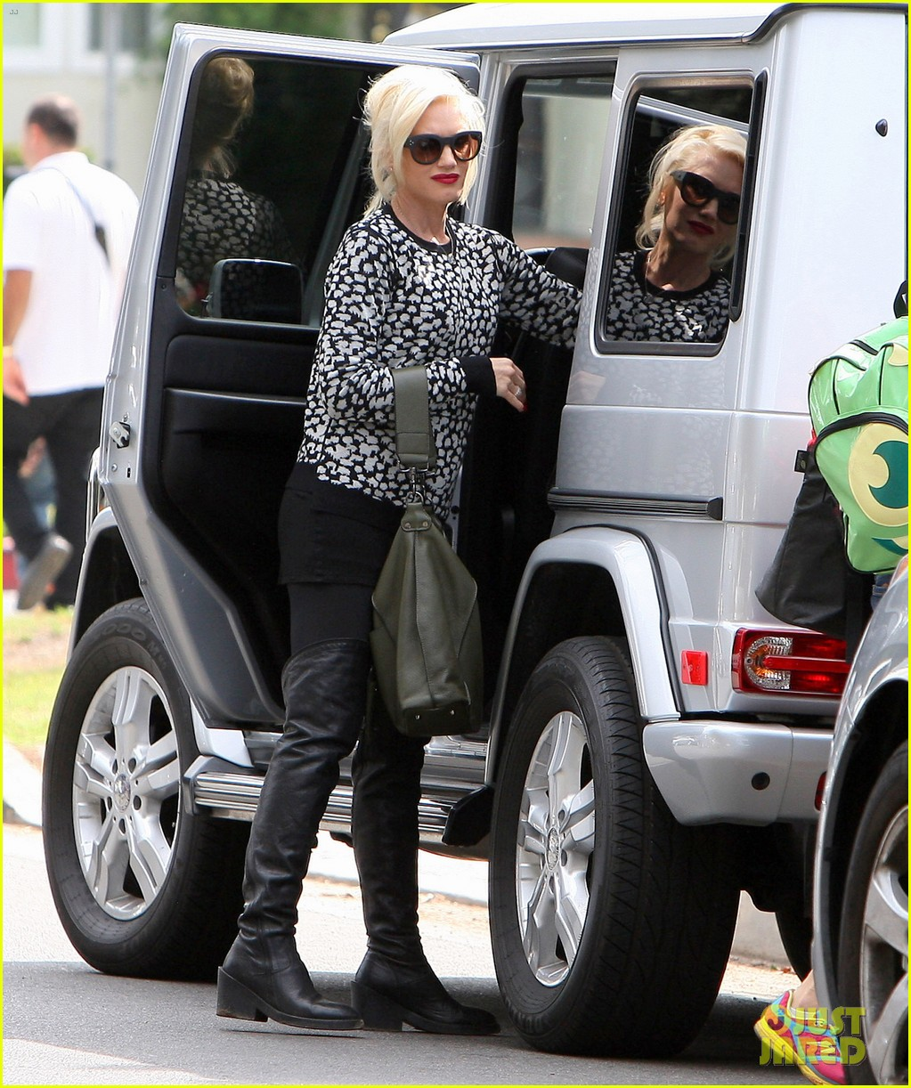 gwen stefani gavin rossdale sit sidelines at kingston soccer game 48