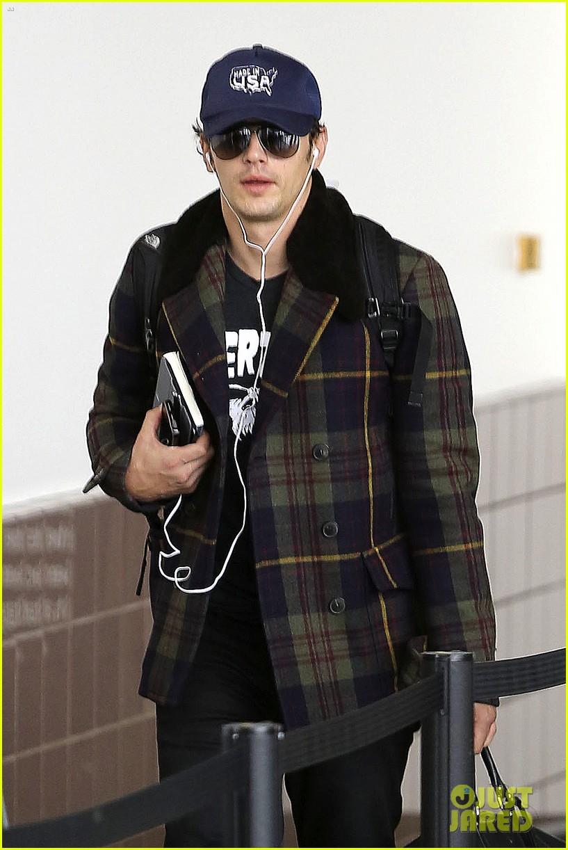 jake gyllenhaal james franco land in los angeles after tiff 09