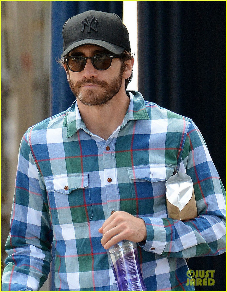 jake gyllenhaal girlfriend alyssa miller hold hands in nyc 042956962