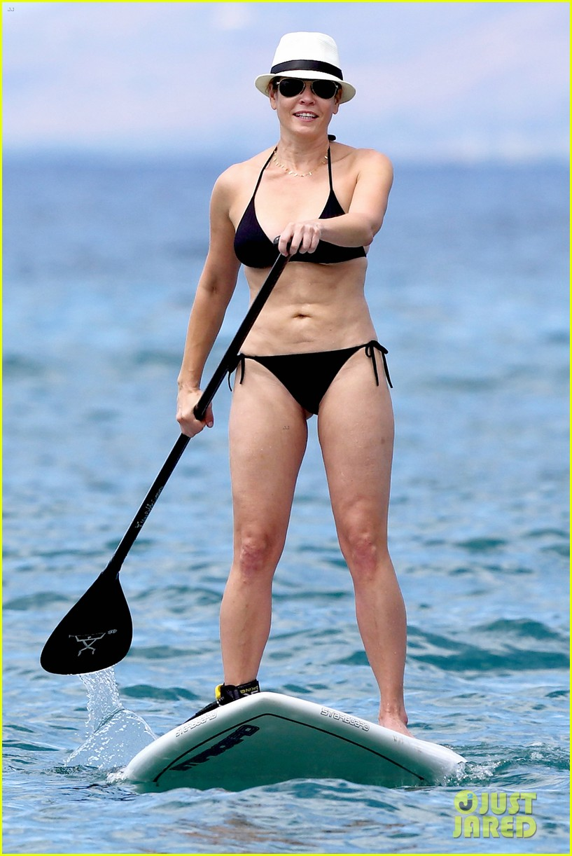 chelsea handler bares bikini beach body in hawaii 03