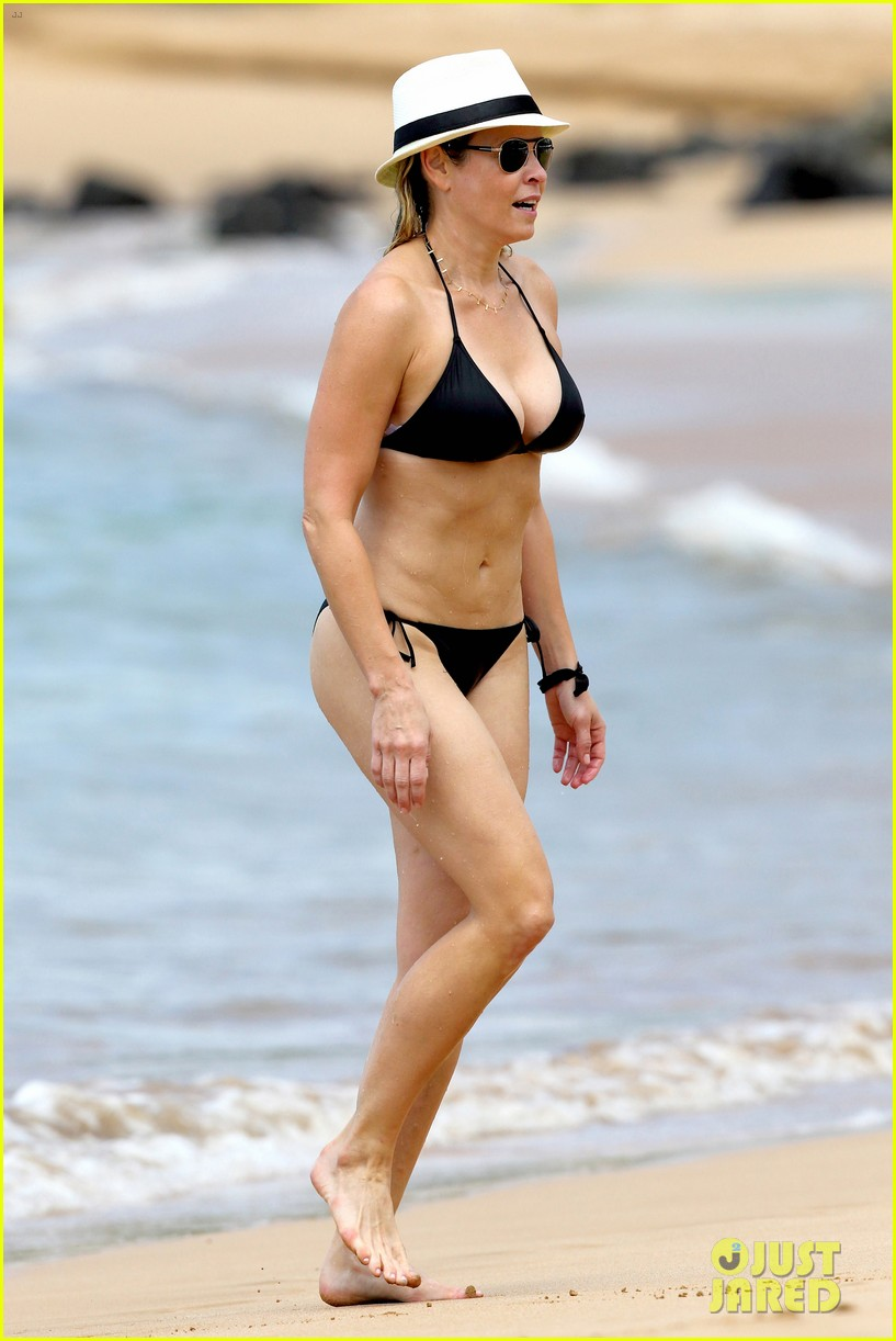 chelsea handler bares bikini beach body in hawaii 052961682