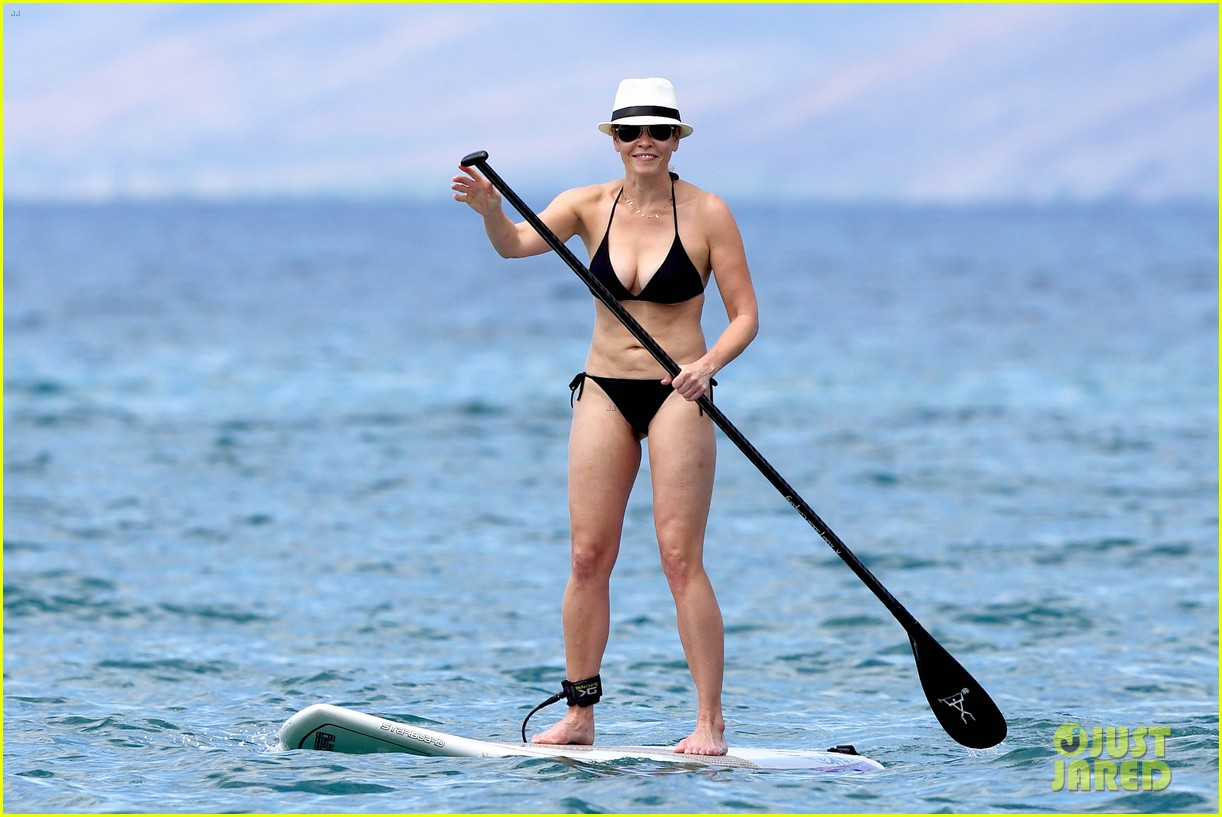 chelsea handler bares bikini beach body in hawaii 06
