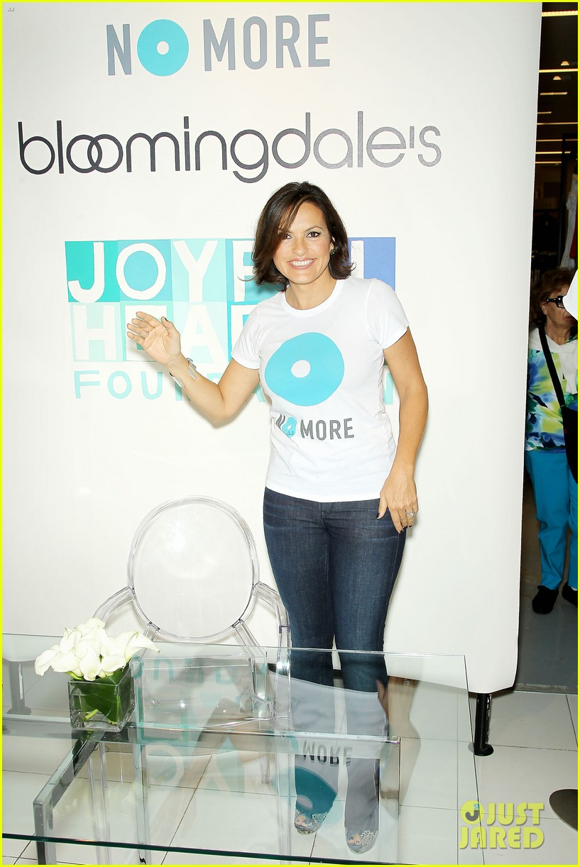 mariska hargitay says no more to domestic violence 06