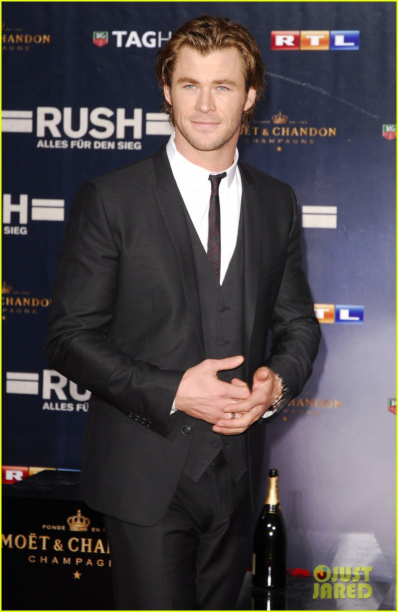chris hemsworth daniel bruhl rush germany premiere 042962268