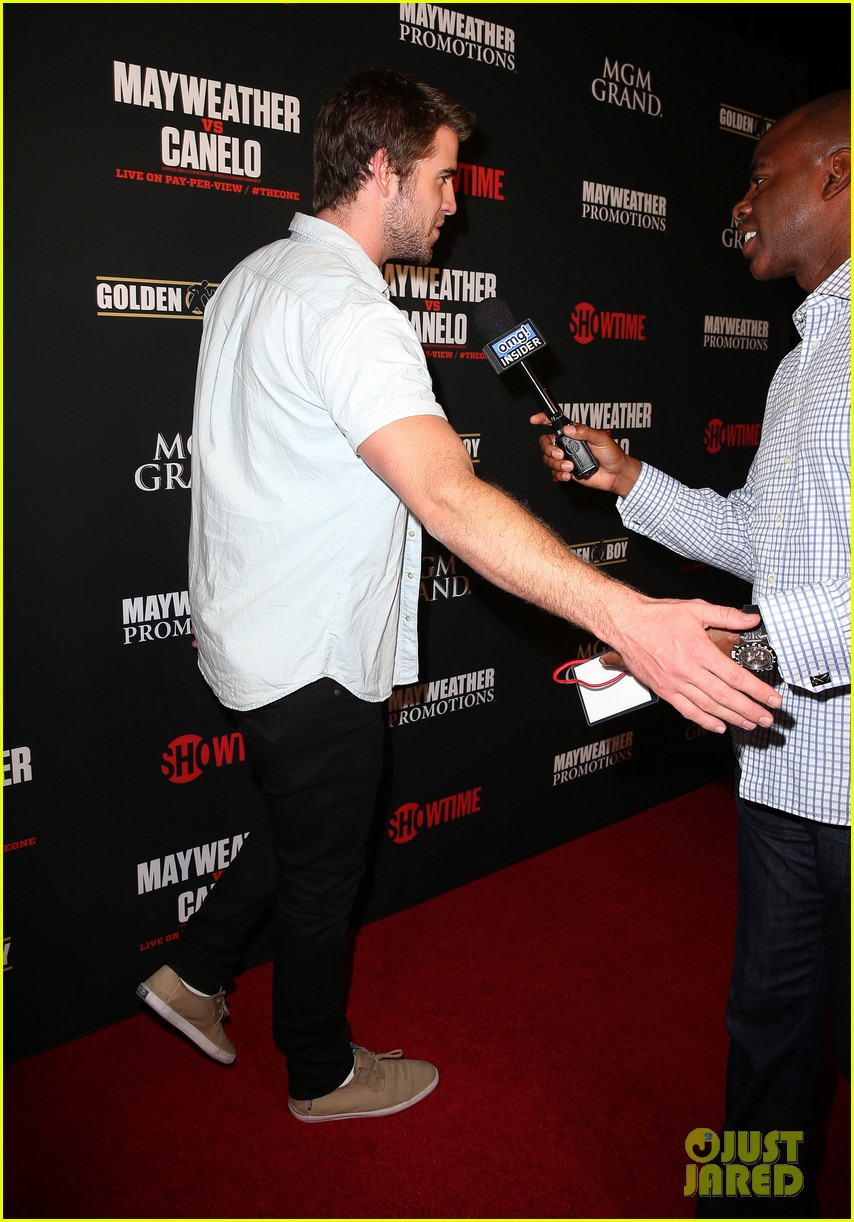 liam hemsworth attends mayweather vs alvarez fight 012952657