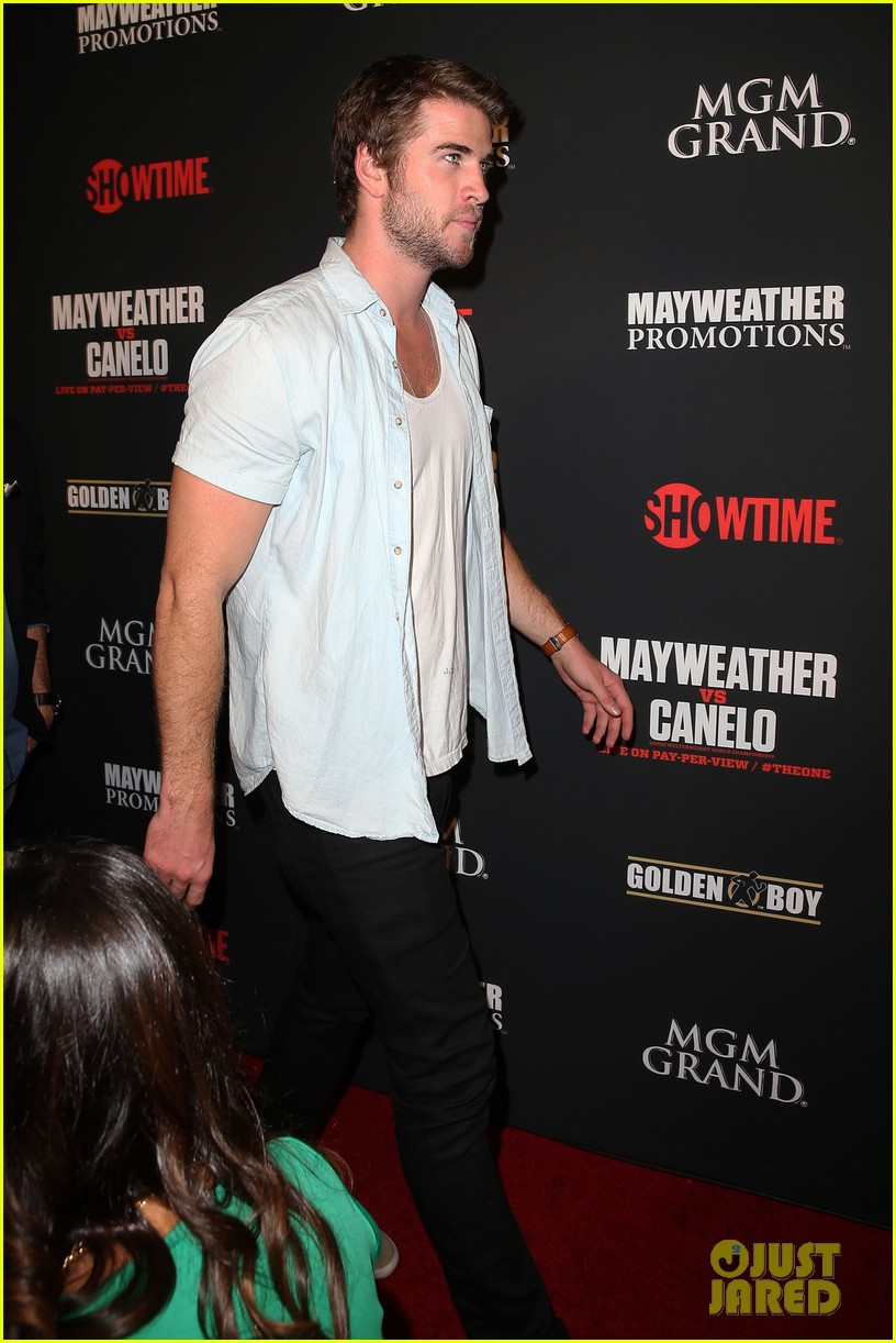 liam hemsworth attends mayweather vs alvarez fight 032952659