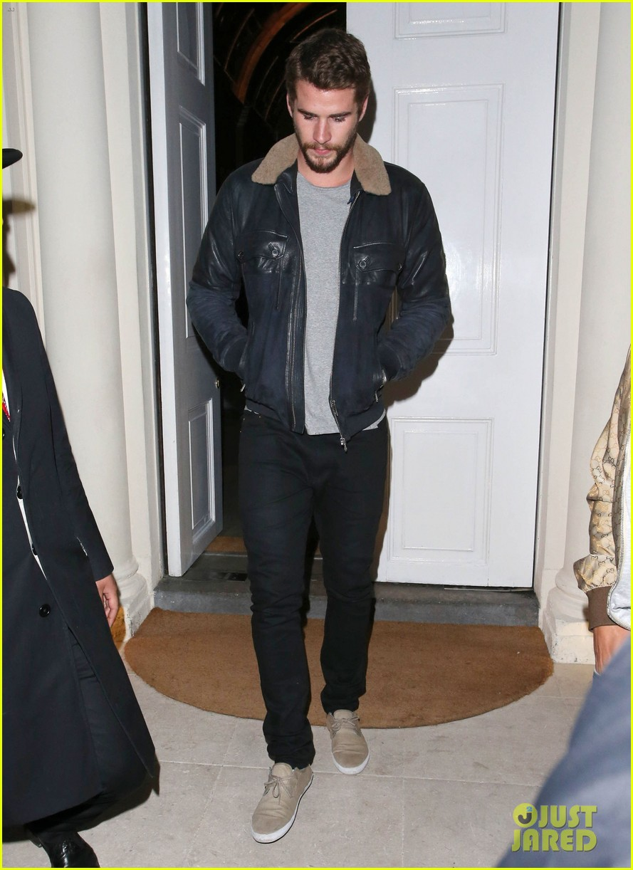 liam hemsworth reunites with brother chris in london 05