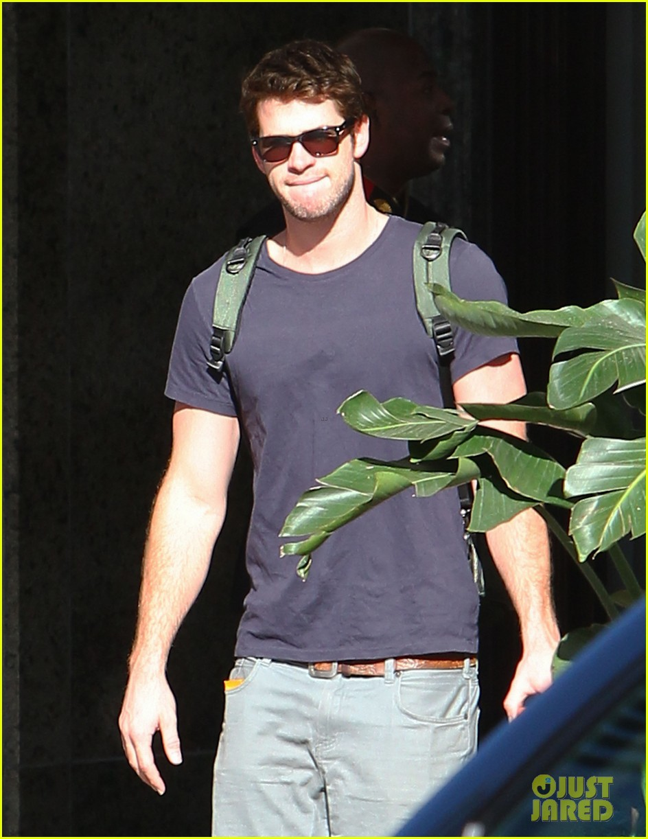 liam hemsworth spotted in atlanta after mockingjay filming begins 072959062