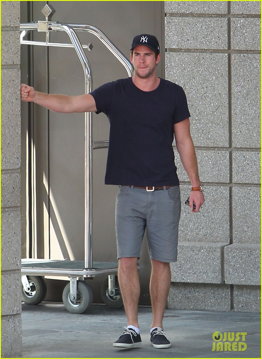 liam hemsworth spotted in atlanta after mockingjay filming begins 172959072