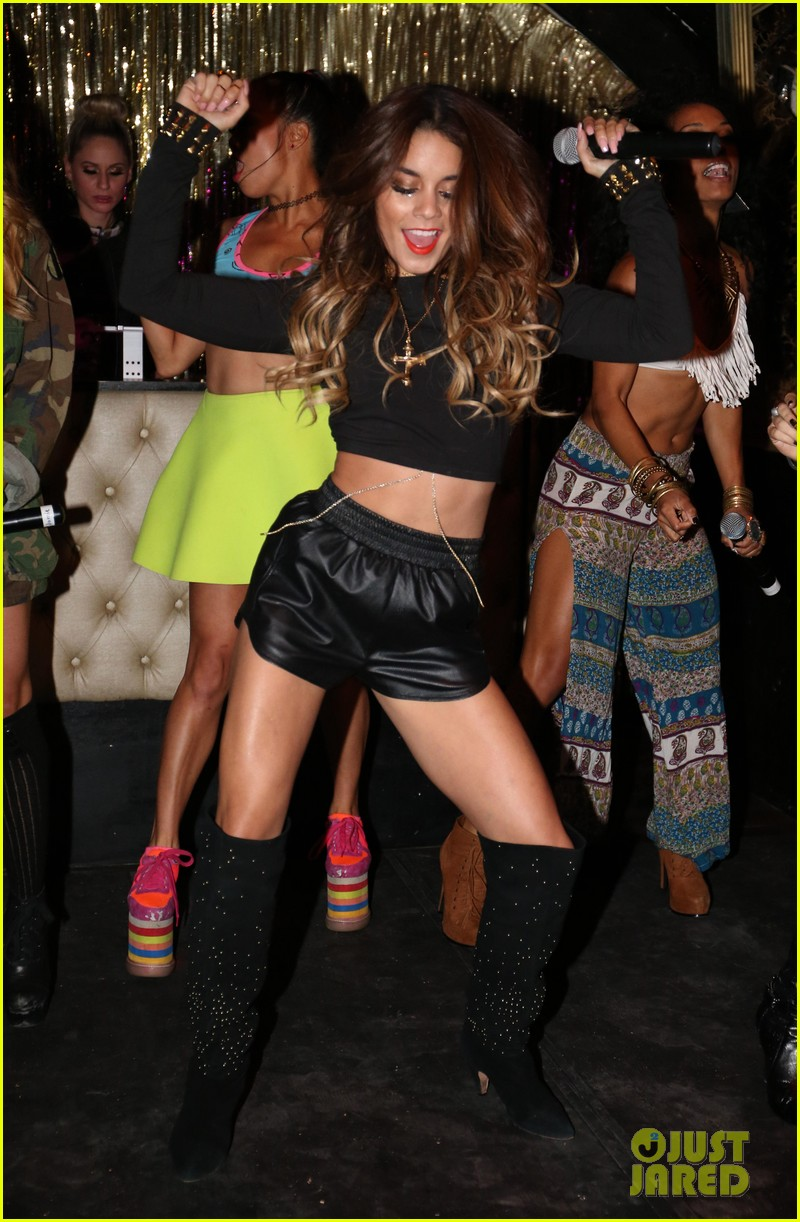 vanessa hudgens bootsy bellows performance with yla 03