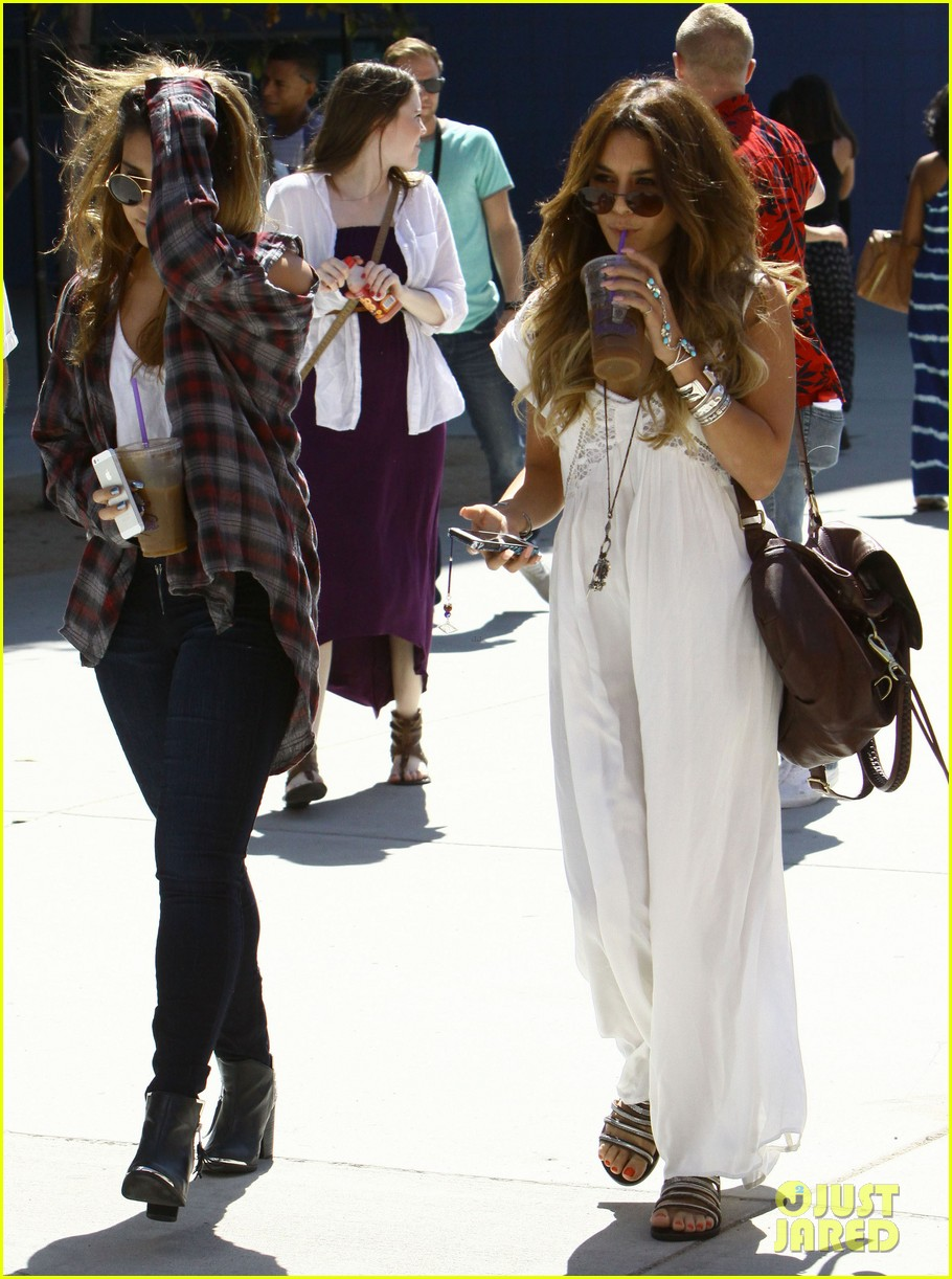 vanessa hudgens spends sunday with stella 14