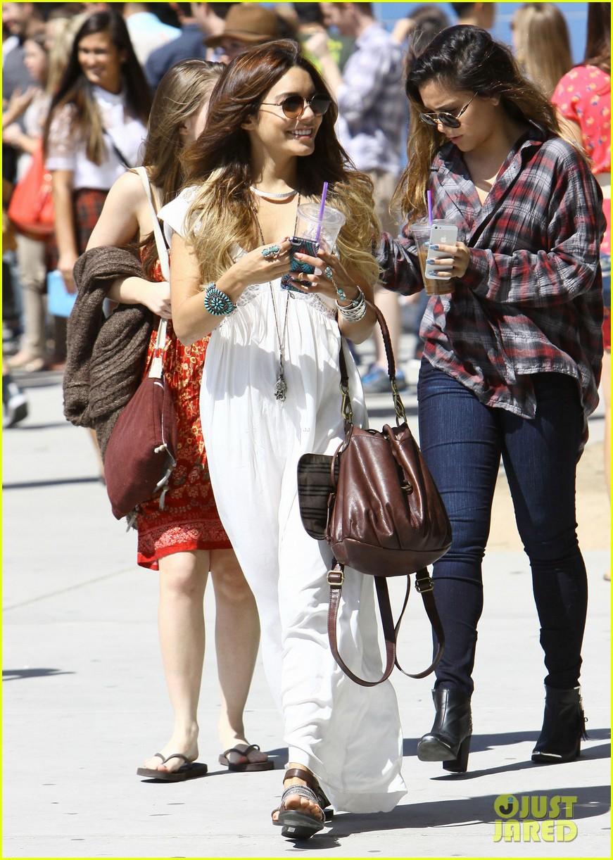 vanessa hudgens spends sunday with stella 162953183