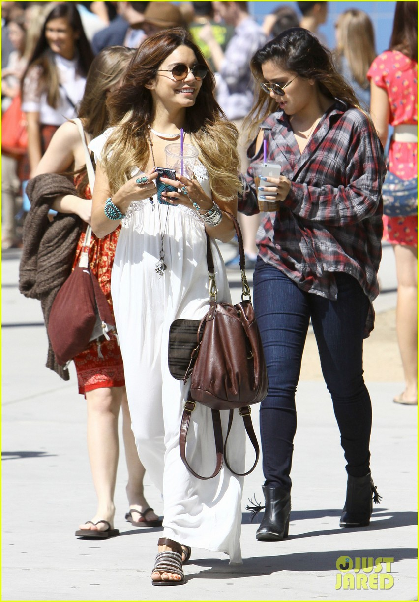 vanessa hudgens spends sunday with stella 172953184
