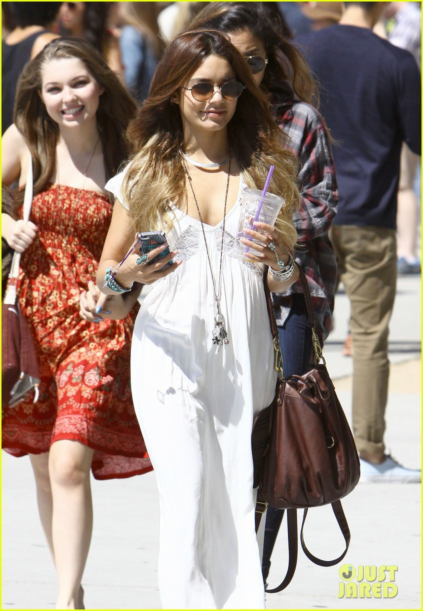 vanessa hudgens spends sunday with stella 21