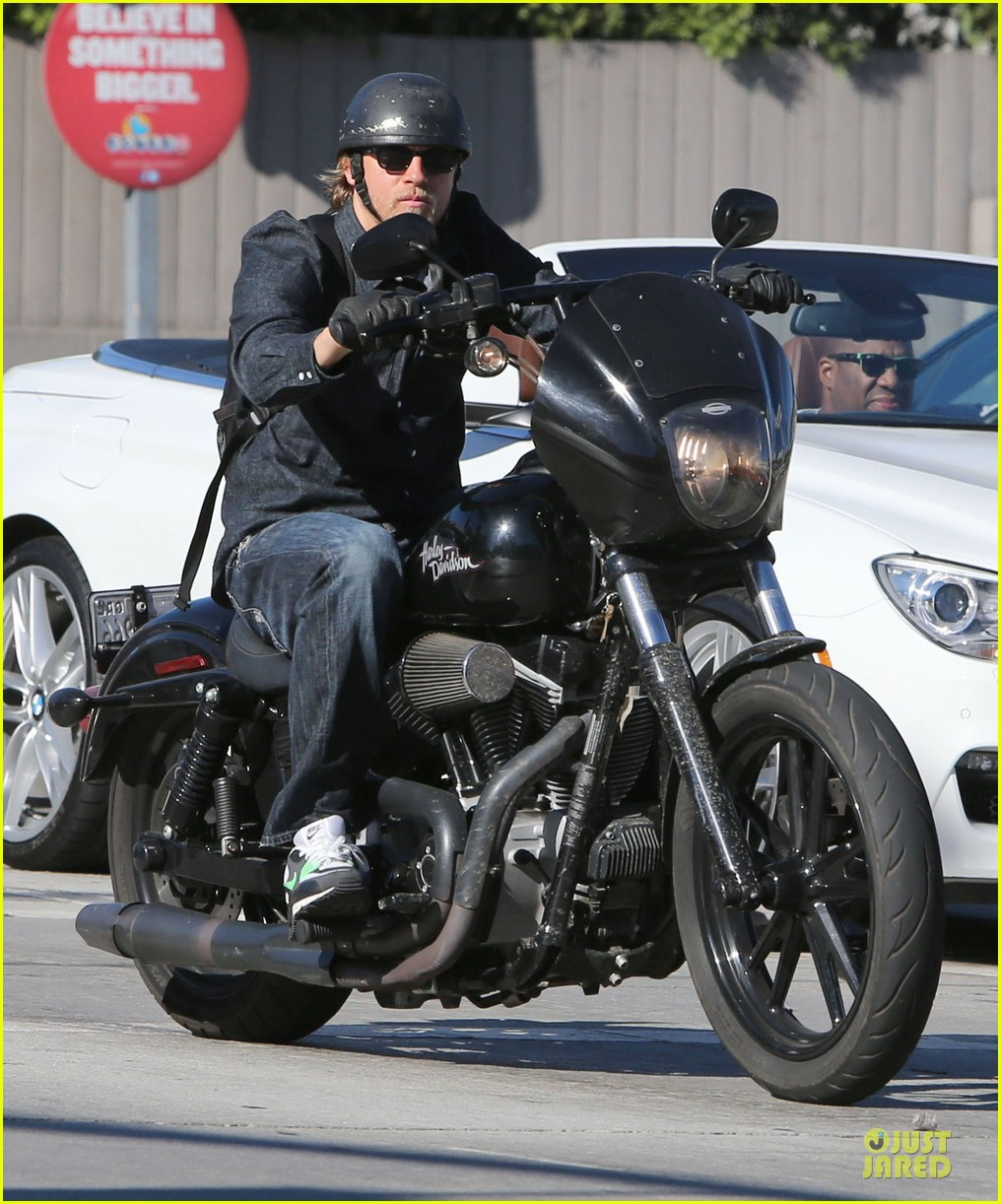 charlie hunnam motorcycle ride on emmys sunday 112958678