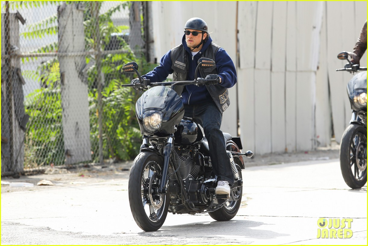 charlie hunnam goes undercover on sons of anarchy set 16