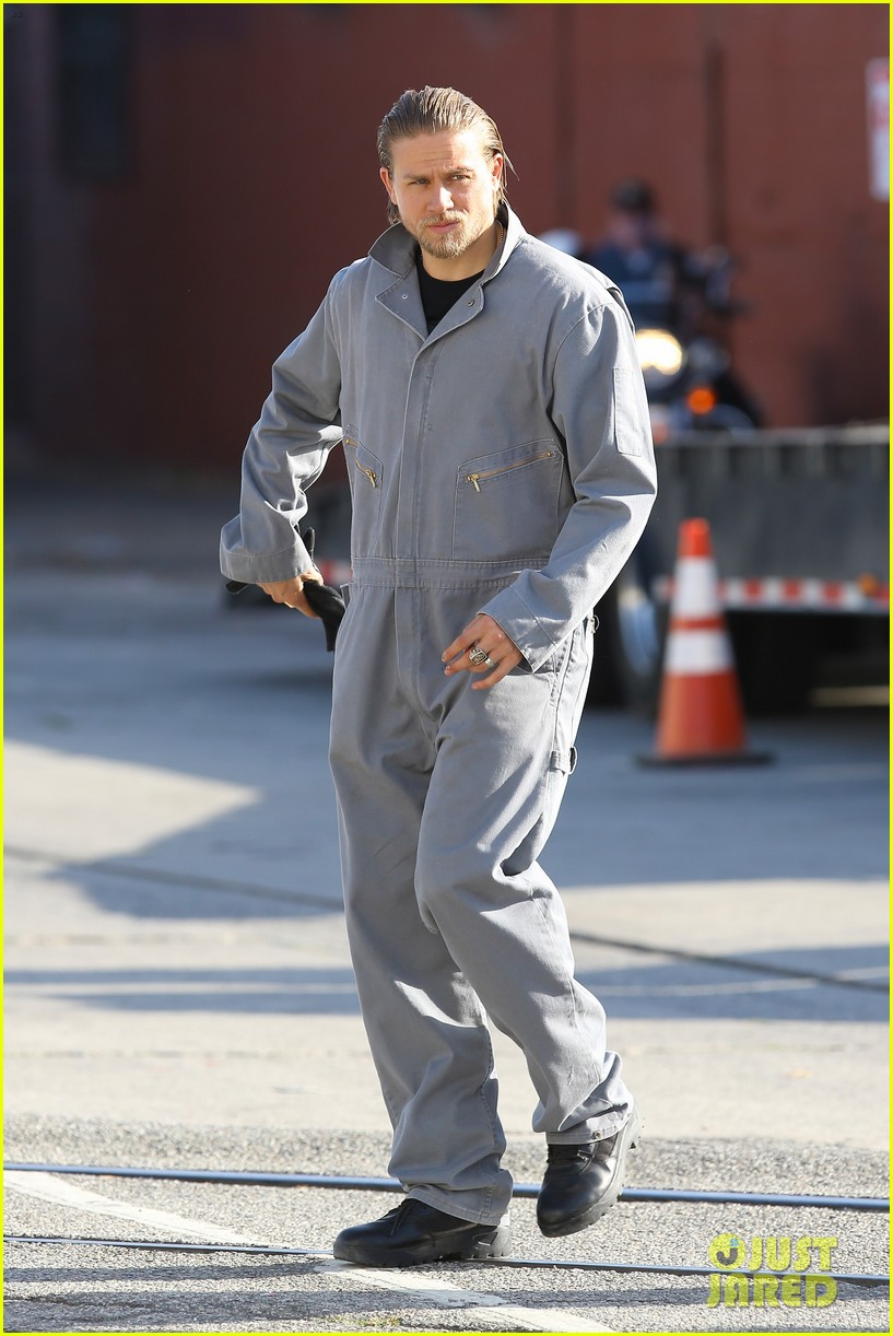 charlie hunnam goes undercover on sons of anarchy set 292960343