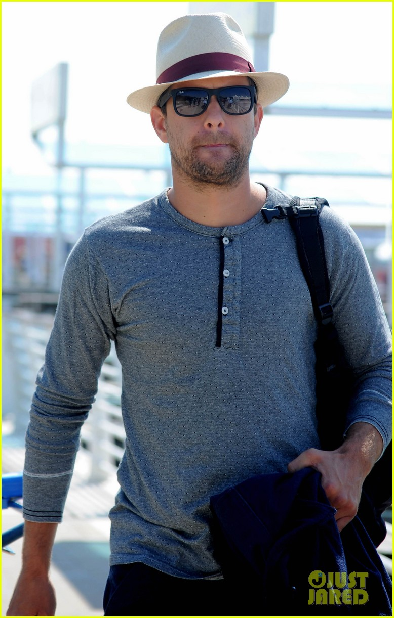 joshua jackson departs venice after film festival 04