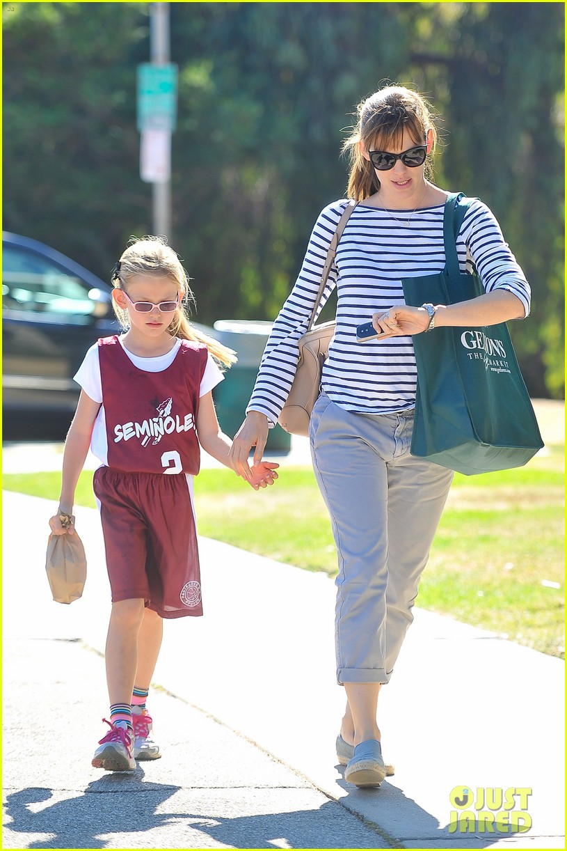 jennifer garner takes violet to her basketball game 282962648