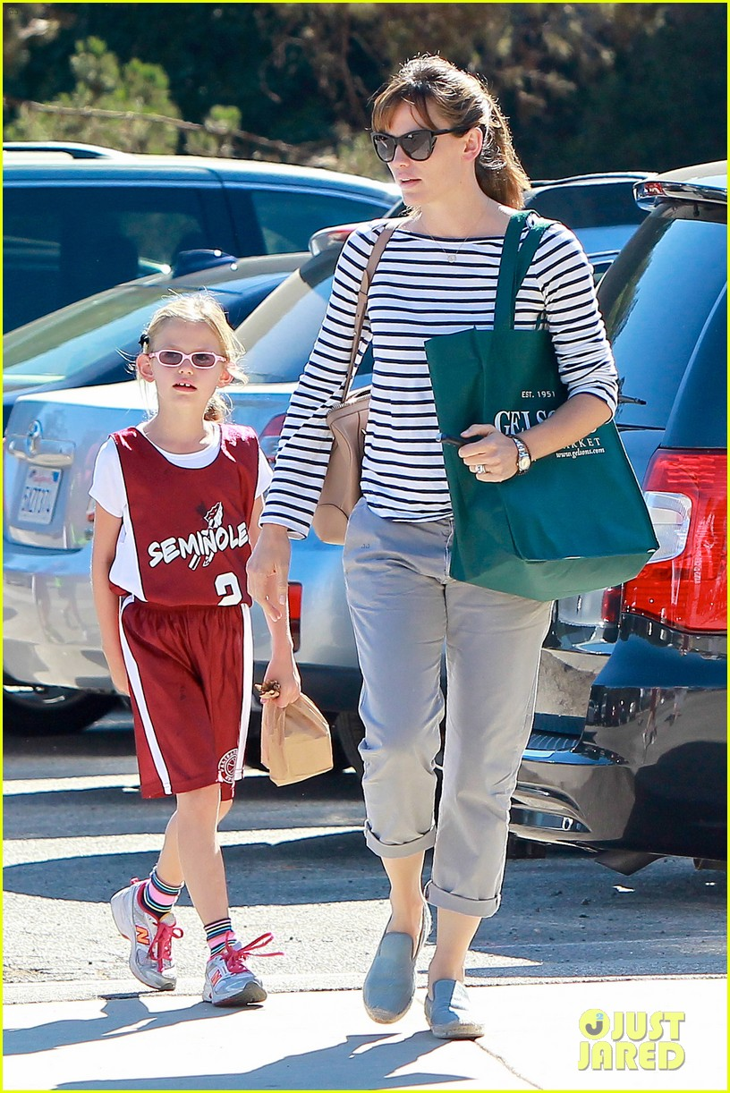 jennifer garner takes violet to her basketball game 392962659