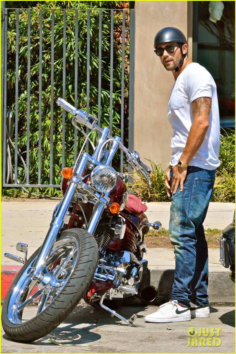 jesse metcalfe motors on labor day after house party 102942913