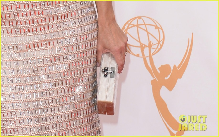 julie louis dreyfus emmys 2013 red carpet 04