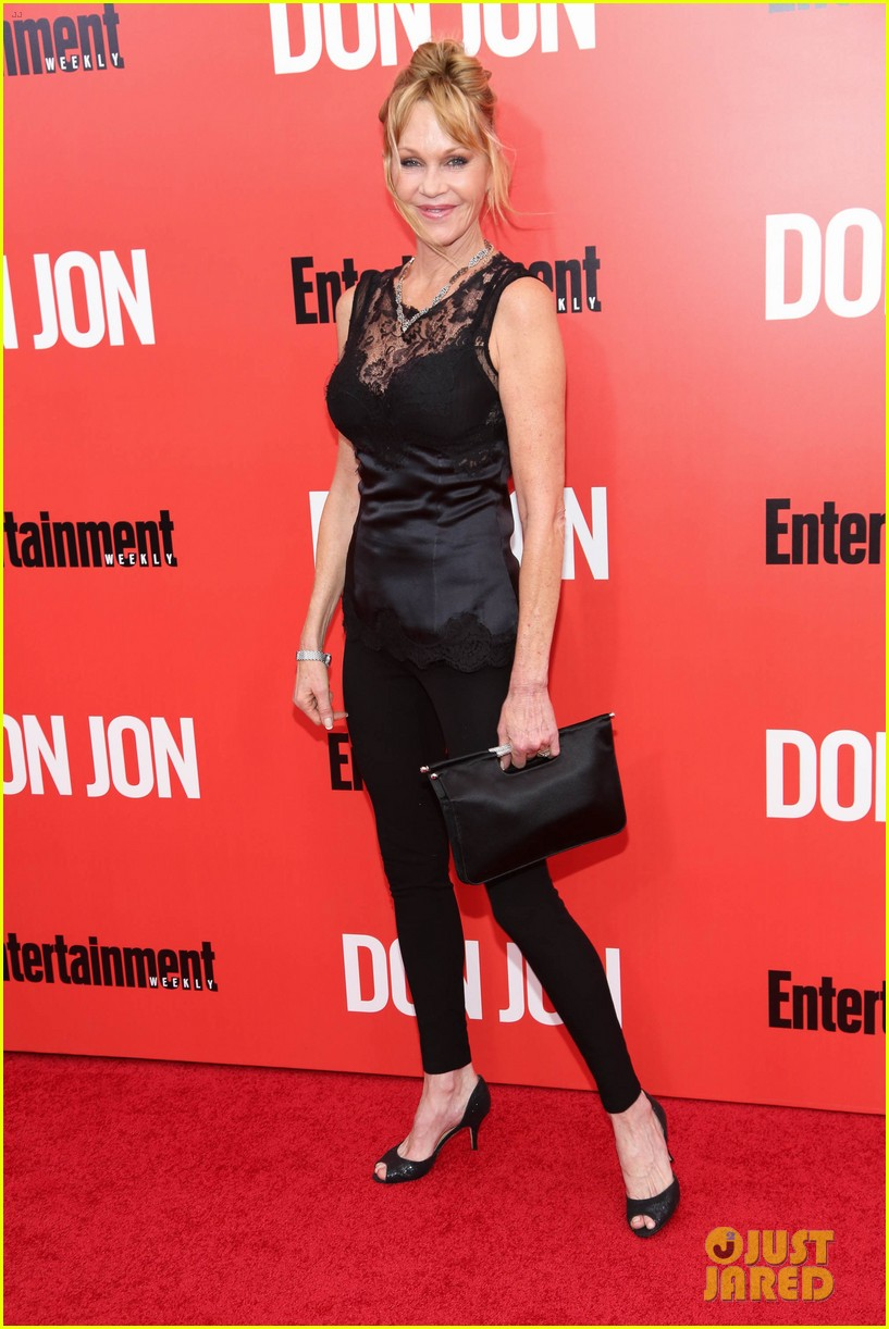 dakota johnson don jon premiere with mom melanie griffith 092951047