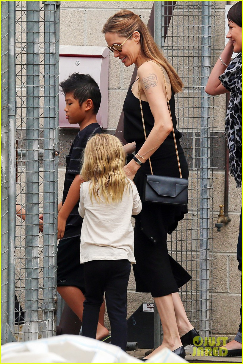 angelina jolie kids visit the sydney aquarium 192946308