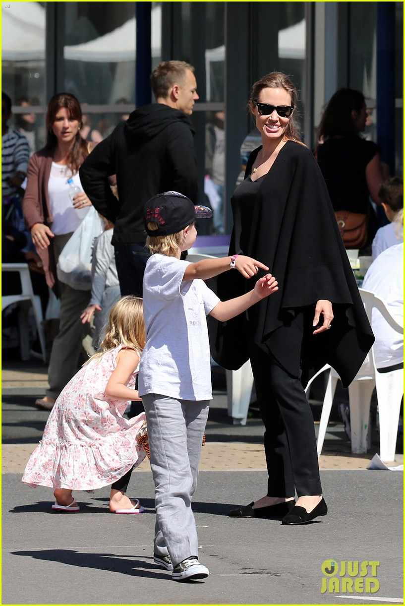 angelina jolie arts crafts afternoon with shiloh vivienne 18
