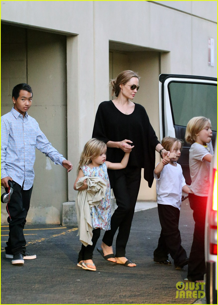 angelina jolie goes bowling in australia with all six kids 09