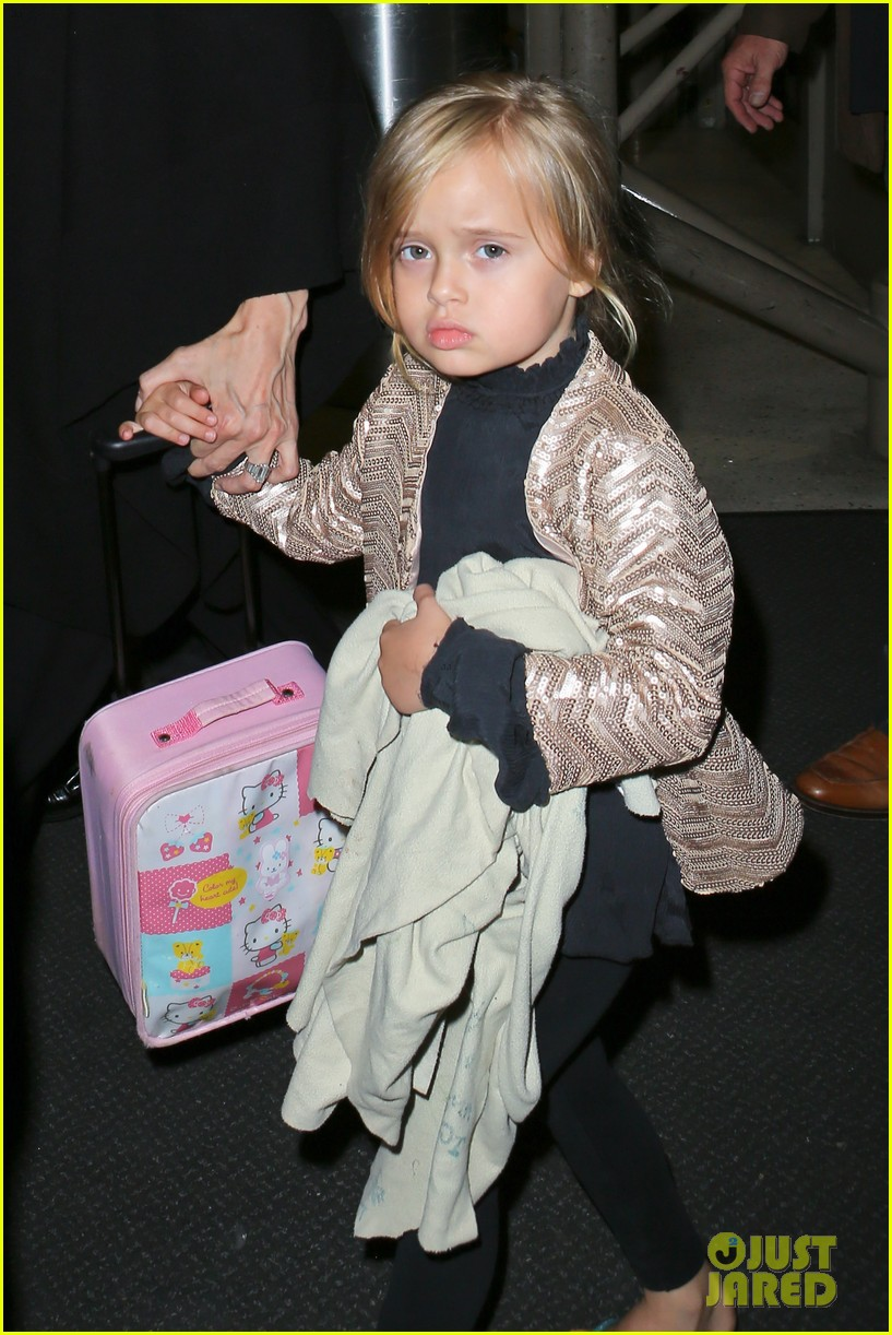 angelina jolie catches a flight with all six kids 072944280