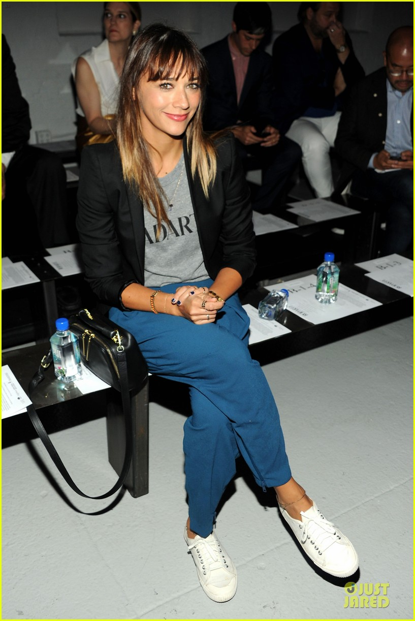 rashida jones miguel rodarte fashion show 02