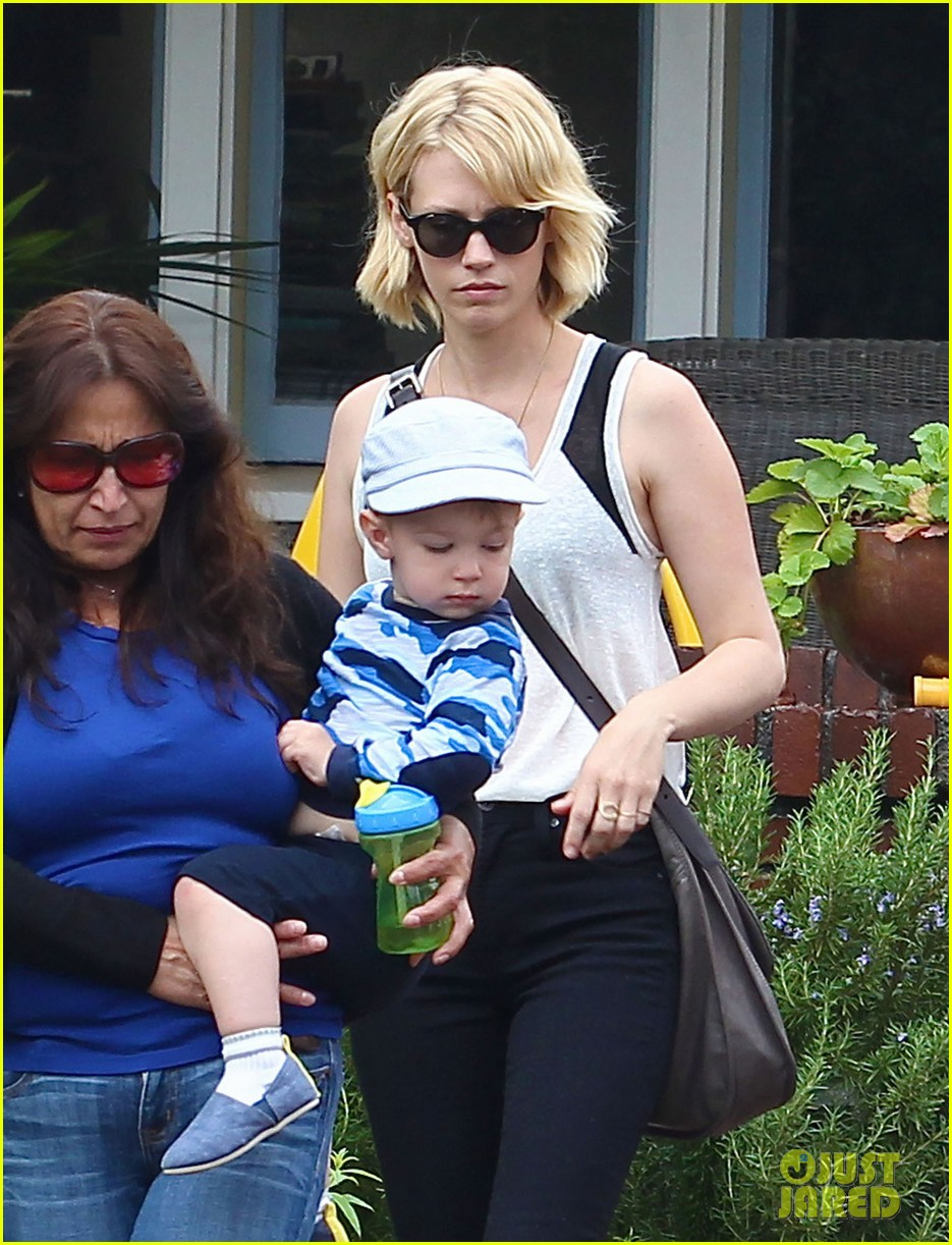 january jones hangs with xander after untrue liam hemsworth rumors 02