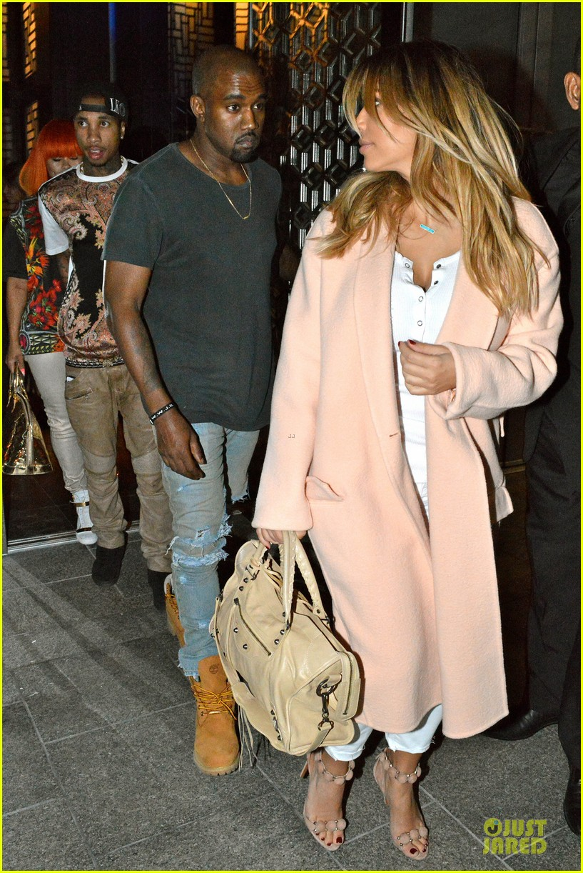 kim kardashian sports blond hair for dinner with kanye west 05