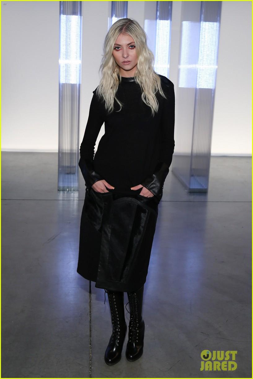 stacy keibler taylor momsen helmut lang fashion show 16