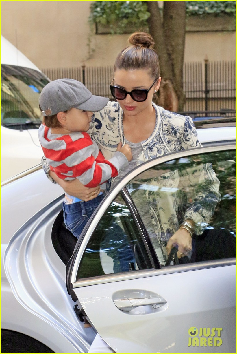 miranda kerr hangs with flynn is loving life 03