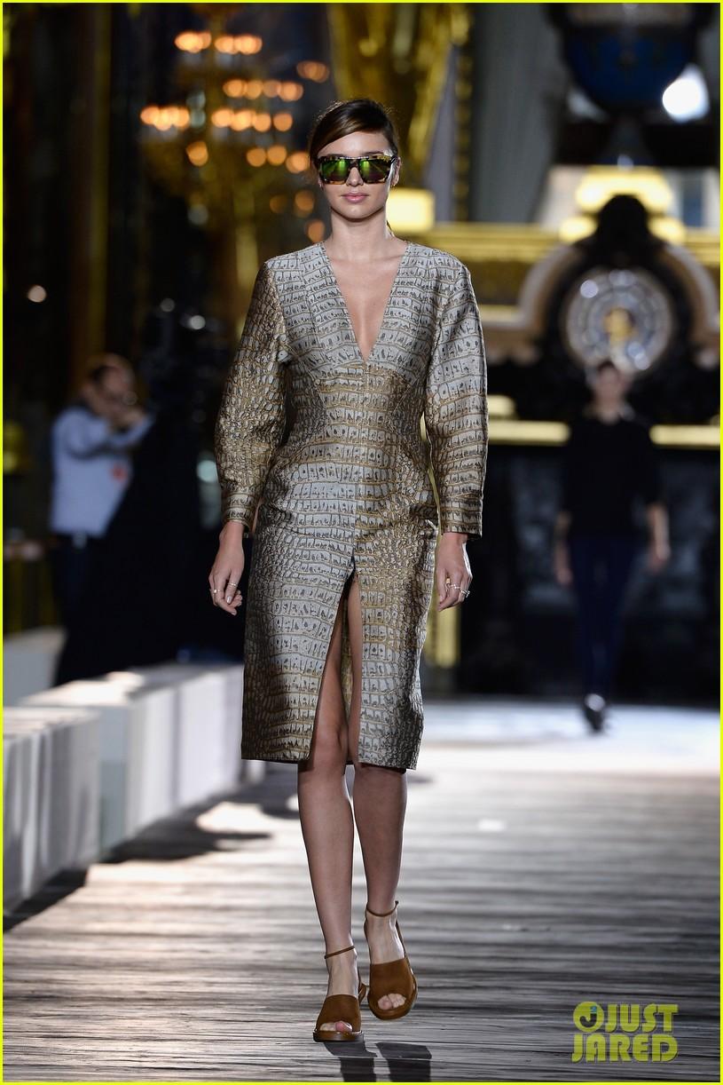 miranda kerr cara delevingne stella mccartney fashion show 29